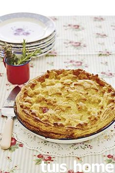 Hoenderpastei African Christmas, Good Food, Yummy Food, South African Recipes, Savoury Baking, Afrikaans, Quiches, Light Recipes, Kos
