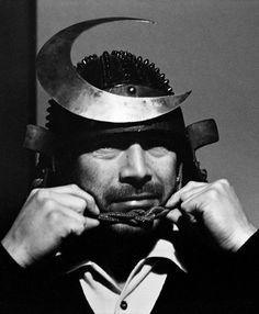 Toshirō Mifune on the set of Throne of Blood (Akira Kurosawa, 1957)