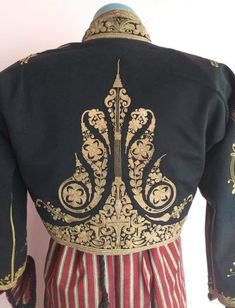 Baroque Design, Gold Work, Embroidered Jacket, Mode Hijab, Muslim Fashion, Jean Outfits, Blouse Designs, Hand Embroidery, Model