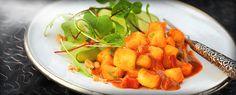 En spennende kombinasjon av søt melon, sterke krydder og salte peanøtter. Serveres varm eller kald med salat.