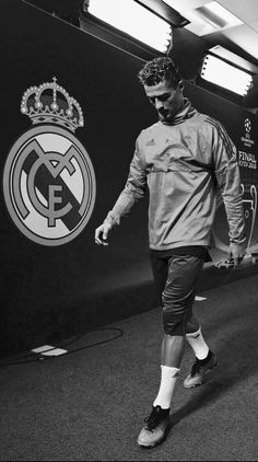 Want some friends msg me😊 Cristiano Ronaldo Junior, Cristiano Ronaldo Wallpapers, Cristano Ronaldo, Ronaldo Football, Cristiano Ronaldo Juventus, Football Soccer, Football Players, Real Madrid Team, Real Madrid Football Club