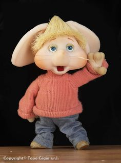 "Sweet little ""Topo Gigio"". As a child, I watched this little puppet on The Ed Sullivan Show, Sunday nights on CBS. Morning Cartoon, Cartoon Gifs, Old Cartoons, The Good Old Days, Puppets, Vintage Posters, Childhood Memories, Retro Vintage, Teddy Bear"