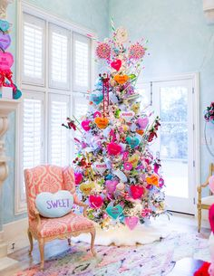30 Beautiful Valentine Tree Decorations You Can Try - Actually, I was thinking more along the lines of printing and trash. Statistics show that over a billion Valentine's Day cards and valentines are prin. Retro Christmas Decorations, Christmas Tree Themes, Valentines Day Decorations, Holiday Tree, Christmas Candy, Christmas Holidays, Rainbow Christmas Tree, Whimsical Christmas Trees, Christmas Store