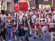 A poil à Montréal - Manifestation d'étudiants contre la hausse des frais de scolarité le 3 mai 2012