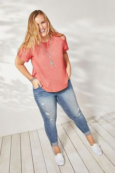 Plus size, casual plus size outfits, casual outfits for moms, sty Casual Plus Size Outfits, Trendy Summer Outfits, Plus Size Casual, Plus Size Jeans, Curvy Outfits, Mom Outfits, Plus Size Dresses, Plus Size Style, Plus Size Clothing Stores