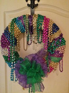 Mardi Gras Bead Wreath You can whip up this Mardi Gras bead quickly and easily. Add a beautiful bow for Mardi Gras Wreath, Mardi Gras Decorations, Mardi Gras Beads, Cute Crafts, Bead Crafts, Crafts To Make, Diy Crafts, Door Beads, Flamingo Decor