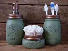 Bathroom soap dispenser - Awesome diy organization bathroom ideas you should try Mason Jar Seifenspender, Green Mason Jars, Bathroom Mason Jars, Mason Jar Kitchen, Rustic Bathroom Canisters, Pot Mason, Rustic Mason Jars, Industrial Bathroom, Mason Jar Projects