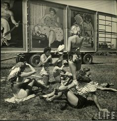"""The Circus Girls from Life Magazine, shot by the acclaimed photographer Nina Leen in we find our sassy subculture of circus girls in Sarasota, Florida, dubbed """"the home of the American circus"""". Old Circus, Vintage Circus, Circus Acts, Vintage Carnival, Pantomime, Vintage Photographs, Vintage Images, Ringling Brothers, Circo Vintage"""