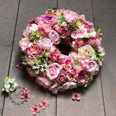 Dorkának készült ajtódísz ❤️🌸. #sylvadesign #mywork #mystyle #wreath #fauxflowers #pink #pinkdream #tv_living #homedecor #mutimitcsinalsz #mik #instapic Spring Wreaths, Floral Wreath, Tv, Creative, Pink, Instagram, Home Decor, Decoration Home, Room Decor