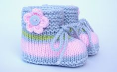 Knitted & Crocheted Shoes - April Laughing Knitted Baby Shoes - a unique product by . Knitted & Crocheted Shoes - April Laugh Knitted Baby Shoes - a unique product by ellyshop on DaWanda. Baby Booties Knitting Pattern, Knit Baby Shoes, Knitted Booties, Baby Boots, Baby Knitting Patterns, Knitted Baby, Cross Functional Team, Felt Christmas, Crochet Stitches