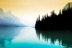 https://www.reddit.com/r/EarthPorn/comments/4l9zzp/early_morning_maligne_lake_alberta_canada_5472/