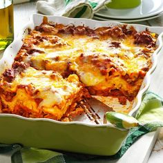 I like this recipe because it can be prepared a day ahead and baked just before serving, so it's a great way to avoid that last-minute rush when attending a potluck. Using packaged spaghetti sauce … No Boil Lasagna, Baked Lasagna, Cheese Lasagna, No Noodle Lasagna, Casserole Recipes, Pasta Recipes, Cooking Recipes, Lasagna Recipes, Pasta Meals