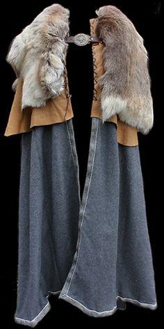 Grey wool cloak with reindeer skin