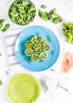 Zielone naleśniki szpinakowe z serkiem, zieleniną i wędzonym łososiem Dinners, Plates, Tableware, Dinner Parties, Licence Plates, Dishes, Dinnerware, Griddles, Food Dinners