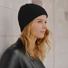 The Furofu is a light beanie hat with a ribbed structure that creates a stretchy and secure fit.  All new subscribers get 10% OFF their order. Free shipping on orders over $60.  #womensbeanie #mensbeanie #beanie #streetfashion #japanesehat #japanesefashion