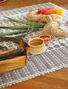 MamaMoontime: Simple basket weaving step by step picture tutorial with Deb Cole