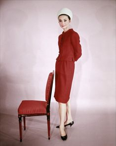 So classic Audrey - kitten heels, suit and simple hat. Love it!