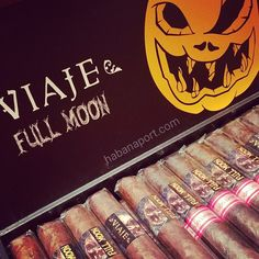 The Viaje Full Moon 2017 release includes 2 blends. One incorporates a Nicarguan Corojo wrapper and the Edicion Limitada has a dark Mexican San Andres wrapper.