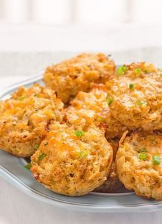 """Cauliflower """"Biscuits"""" -- Low calorie and gluten free alternative. Now, I'm not saying these are real biscuits but they taste pretty darn good and are easy to make. Replace cornstarch with guarkernmehl or unflavored Protein powder Healthy Family Meals, Healthy Snacks, Healthy Eating, Family Recipes, Dinner Healthy, Healthy Appetizers, Healthy Cooking, Low Carb Recipes, Cooking Recipes"""