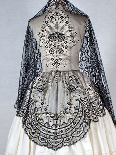 1900 Clothing, Spain Culture, Ethereal Beauty, Old Clothes, Traditional Outfits, Lehenga, Textiles, Knitting, Hair Styles