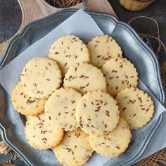 Jeera Biscuits (cumin cookies) are sweet, salty, crispy, crunchy and crumbly Indian bakery style eggless cookies, flavored with roasted cumin seeds. Eggless Biscuits, Savoury Biscuits, Indian Biscuit Recipe, Fatayer Recipe, Chocolat Recipe, Crispy Cookies, Indian Snacks, Sweet And Salty, Tray Bakes