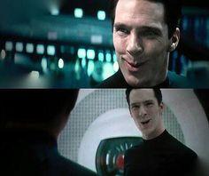 Hehehehehe his smile is this :>