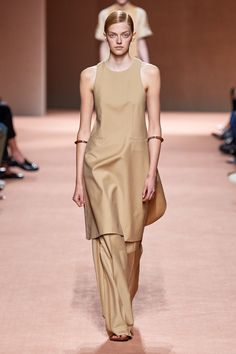 Hermès Spring 2020 Ready-to-Wear Collection - Vogue Catwalk Fashion, Fashion Moda, Fashion Week, Fashion 2020, Spring Fashion, Fashion Looks, Paris Fashion, Style Couture, Couture Fashion