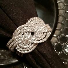 Gold Napkins, Xmas Dinner, Diy Table, Ribbon Embroidery, Sisal, Napkin Rings, Diy Jewelry, Bracelets, Crafts