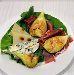No matter how hard we try, we never come back from Italy without some fantastic things to eat.  As it happened we were given some fresh figs and voila!  http://oracibo.com/recipe/tuscan-fig-salad/