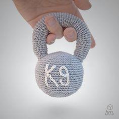 Kettlebell crochet, amigurumi, crossfit baby, sonajero ganchillo, crochet rattle