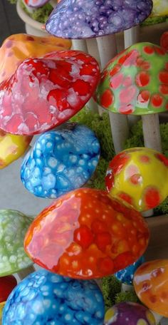 These ceramic mushrooms are so cute!! I want some for my flower beds. You could also make them out of clay maybe?