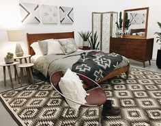 Are you looking to brighten up a dull room and searching for interior design tips? One great way to help you liven up a room is by painting and giving it a whole new look. Modern Southwest Decor, Southwest Bedroom, Modern Bedroom Design, Contemporary Bedroom, Modern Contemporary, Guest Bedroom Decor, Master Bedroom, Bedroom Ideas, Bedroom Art