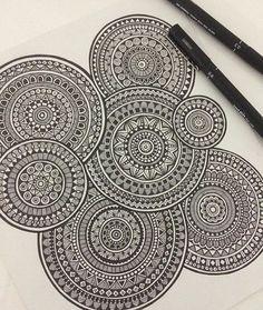Design to draw patterns doodles cute designs to draw pattern doodles 37 Ideas Mandala Doodle, Mandala Art Lesson, Mandala Artwork, Mandala Painting, Mandala Drawing, Doodle Doodle, Doodle Borders, Doodle Art Drawing, Zentangle Drawings