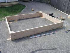 All wood sandbox plans After a year with the plastic turtle sandbox , it was time for an upgrade. Build A Sandbox, Wooden Sandbox, Kids Wagon, Sand Pit, Outdoor Tables, Building Plans, Woodworking Tips, Wood Projects, Teak