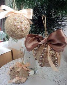 Každým rokom sú nové trendy v bývaní, v zariaďovaní bytu, v gastronómii, v móde a taktiež vznikajú aj nové trendy v dekoračných vianočných predmetoch. Tohto roku sú v trende hlavne nenápadné odtiene...