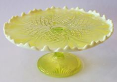 Vintage 1905 William and Mary Opalescent Vaseline Glass Cake Stand Vintage Cake Stands, Cake Carrier, Dessert Aux Fruits, Pedestal Cake Stand, Cake And Cupcake Stand, William And Mary, Glass Cakes, Vaseline Glass, Glass Ceramic