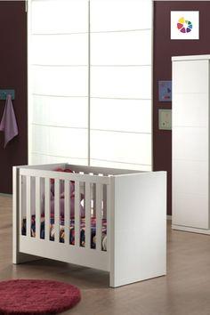 Lara je kolekcia detského nábytku, ktorá bola za svoj čistý dizajn dokonca ocenená nábytkovú cenou Furniture Diamond 2010! Detská postieľka má veľkosť 60 x 120 cm a jej súčasťou je aj rošt. Matrac je už na vašom výbere. Kolekcia Lara je vyrobená z drevovláknitej MDF dosky, ktorá sa vyrába výhradne z drevených štiepkov a zvyškov z kvalitného dreva. Po celú dobu procesu výroby je kladený dôraz na ochranu životného prostredia a drevo pochádza z certifikovaných poľských lesov. Cribs, Bed, Furniture, Home Decor, Cots, Homemade Home Decor, Bassinet, Stream Bed, Crib Bedding