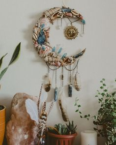 Bohemian Art, Boho, Dream Catcher Craft, Dream Catchers, Arts And Crafts, Diy Crafts, Moon Crafts, Seashell Crafts, Seashell Projects