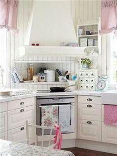 super cute white kitchen!