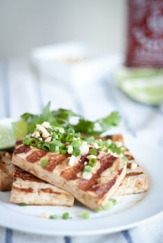 Grilled Asian Tofu Bowl, topped with lime juice, cilantro, green onions, lots of crushed peanuts! Tofu Recipes, New Recipes, Vegetarian Recipes, Favorite Recipes, Grilled Tofu, Grilled Veggies, Tofu Dishes, Vegan Grilling, Popular Recipes