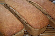 Fra jord til bord: Tre vakre surdeigsbrød blir til! Tapas, Baking, Kitchen, Cooking, Bakken, Kitchens, Cuisine, Backen, Sweets