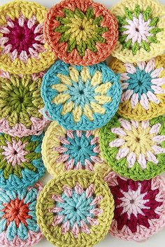 daisy. chair covers, circles, yarn crafts, color combos, crochet motif, crochet circle, daisi, color combinations, crochet patterns