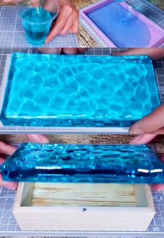 Resin Ocean Box – How to Make Resin – Resin Projects DIY - nophnorm. Diy Resin Mold, Epoxy Resin Wood, Diy Resin Art, Diy Resin Crafts, Resin Molds, Diy Epoxy Resin Jewelry, How To Make Resin, Resin Tutorial, Resin Artwork