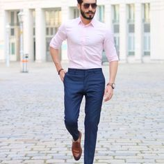 Outfit style - minimalist, business casual, semi-formal our most favourite look - black pants + white shirt + white sneakers season - all seasons occasion Formal Attire For Men, Semi Formal Outfits, Formal Dresses For Men, Formal Shirts For Men, Formal Pants, The Office Shirts, Men Formal, Mens Semi Formal Wear, Men's Semi Formal