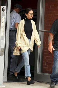 Selena Gomez appeared in New York on September Promi-Mode .- Selena Gomez appeared in New York on September Celebrity Mode and Style, # # - Mode Selena Gomez, Selena Gomez Outfits, Selena Gomez Style, Selena Gomez Body, Selena Gomez Fashion, New Street Style, Looks Street Style, Street Style Trends, Parisian Street Style