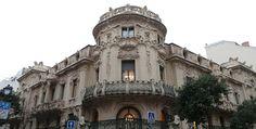 La sede de la Sociedad General de Autores (SGAE) es conocida por ser uno de los pocos edificios netamente modernistas de Madrid. Situada en el barrio de Malasaña, la SGAE es una instituci&oacut