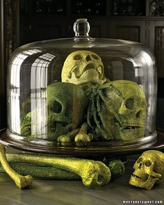 Google Image Result for http://www.marthastewart.com/sites/files/marthastewart.com/images/content/pub/ms_living/2007Q4/la10285905_1007_skulls_xl.jpg