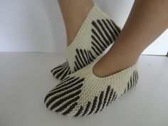 Diy Crafts - Hand Knitted Wool Slippers, wool natural color,Christmas gift for her, Eco friendly Felted Wool Slippers, Crochet Slippers, Slippers For Girls, Womens Slippers, Hand Knitting, Knitting Patterns, Womens Wool Socks, Knitted Socks Free Pattern, Diy Crafts Knitting