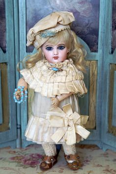 Wonderful tiny Bebe Jumeau doll. #dollshopsunited #jumeaudoll