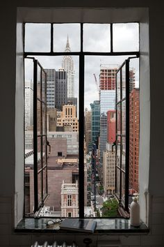 My A Tudor City historian lives maximally in a micro-studio using furniture on wheels New York Life, Nyc Life, City Aesthetic, Travel Aesthetic, Appartement New York, Ville New York, Creation Photo, City Vibe, Window View